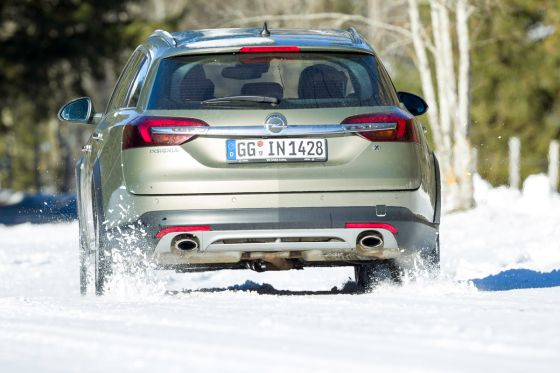 Opel Insignia Country Tourer Schnee