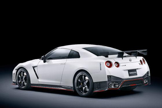 Nissan GT-R Nismo schräg hinten