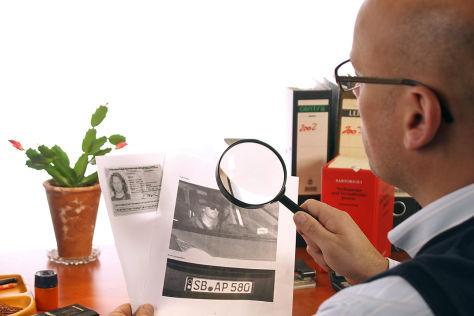 Bußgeldstellen gleichen Raserfotos voreilig mit Passbildern ab