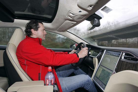 Hauke Schrieber im Tesla Model S