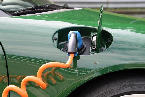 Elektroautos: Kfz-Gewerbe skeptisch