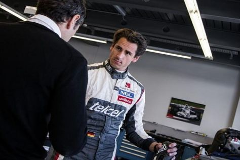 Neuer Look: Ex-Force-India-Pilot Adrian Sutil in Hinwil im neuen Sauber-Outfit