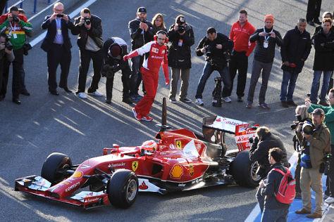 Lewis Hamilton dreht erste Testrunden im neuen Mercedes F1 W05