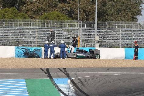 Lewis Hamiltons erster Arbeitstag endete in den spanischen Reifenstapeln