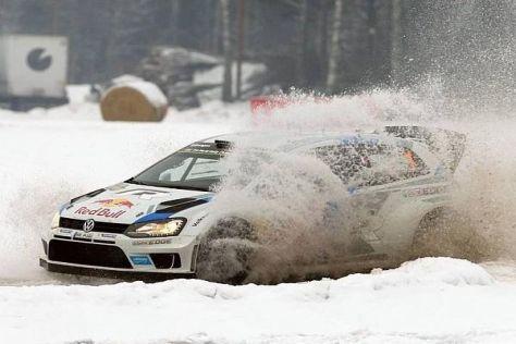 Sebastien Ogier steckte in WP8 im Schnee fest und verlor mehr als vier Minuten