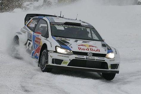 Jari-Matti Latvala hat Andreas Mikkelsen die Führung abgenommen
