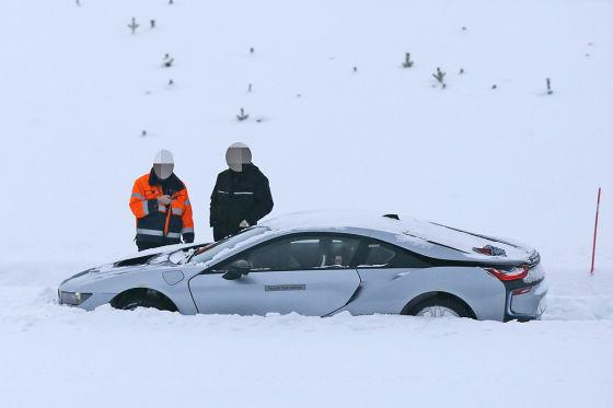 BMW i8 im Tiefschnee