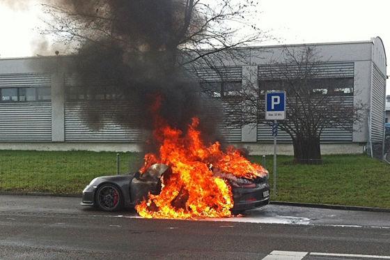 Porsche 911 GT3 ausgebrannt