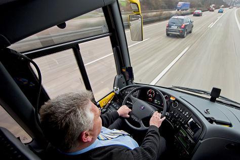Busfahrer bei der Arbeit