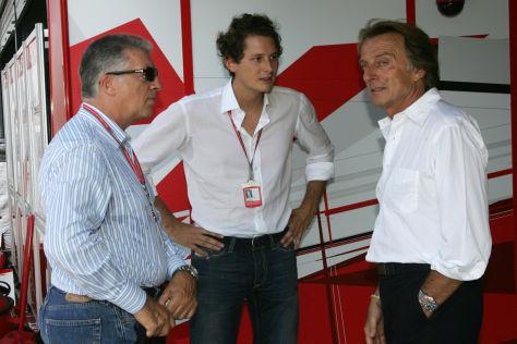 Piero Ferrari schaut sich die Arbeit der Scuderia von der Box aus an