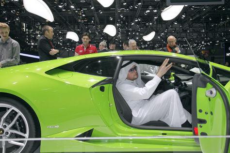 Claudius Maintz als Scheich auf dem Autosalon Genf