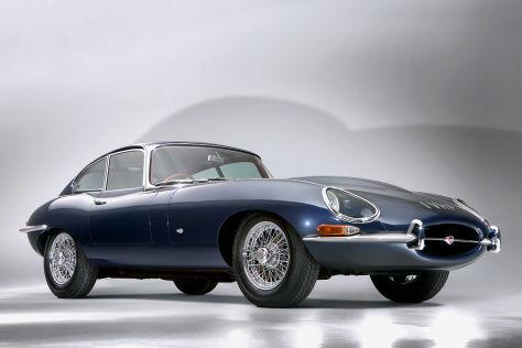 Jaguar E-Type am Zoll vorbei