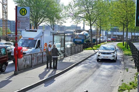 BMW i3 auf einer Busspur