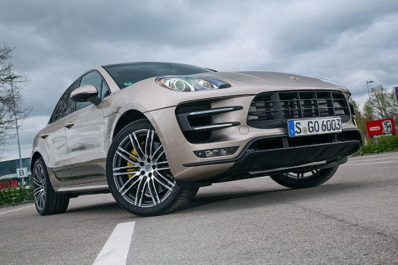 Porsche Macan Turbo gold Frontansicht
