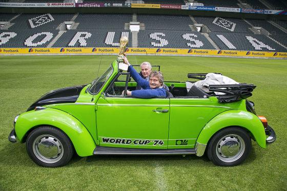 """VW Käfer Cabrio Sondermodell """"World Cup '74"""" Dieter Herzog Rainer Bonhof"""