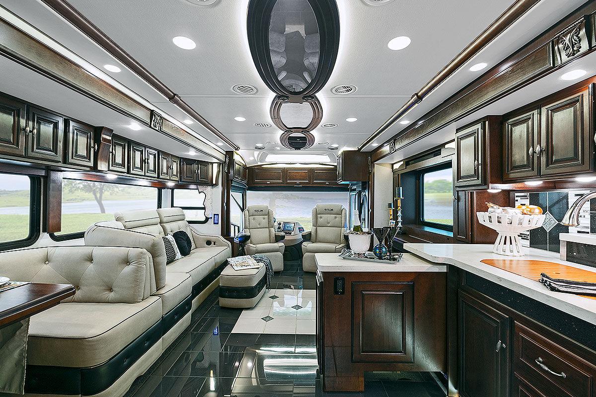 Luxus wohnmobile innenausstattung  US-Reisemobile der Extreme - Bilder - autobild.de