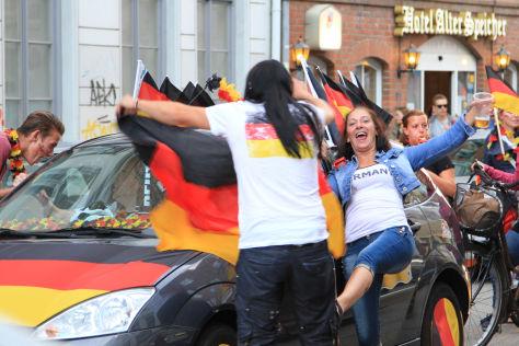 Fußball-WM 2014: Deutsche feiern Sieg gegen Portugal