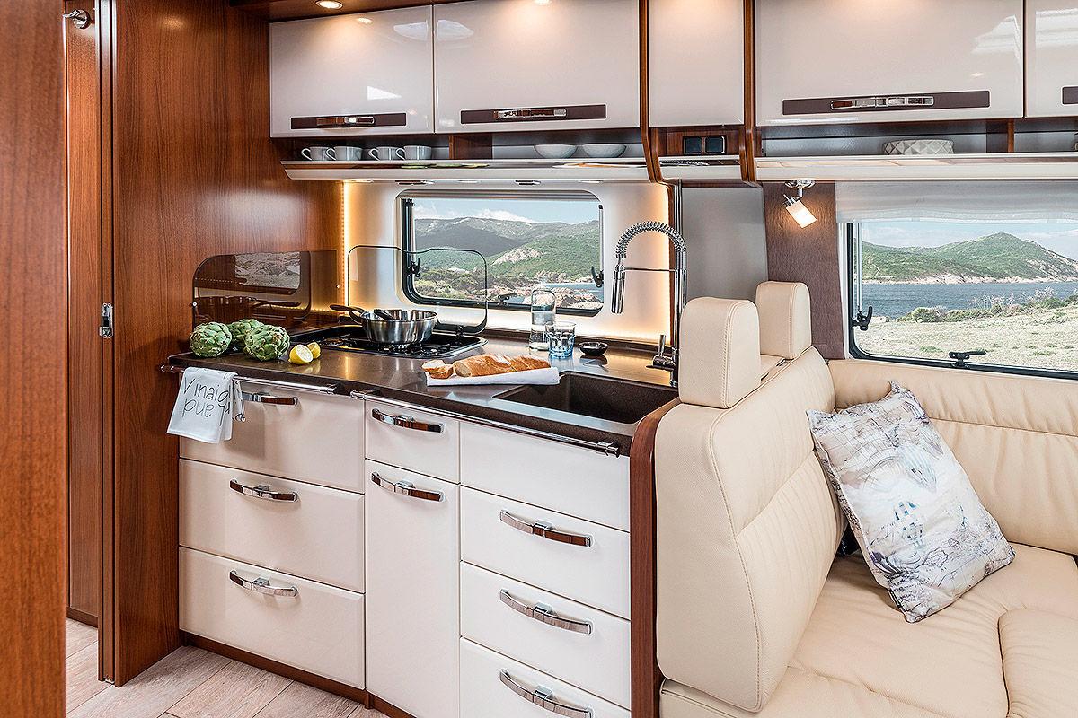 luxus wohnmobile aus deutschland bilder. Black Bedroom Furniture Sets. Home Design Ideas