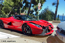 Golf crasht LaFerrari in Monaco
