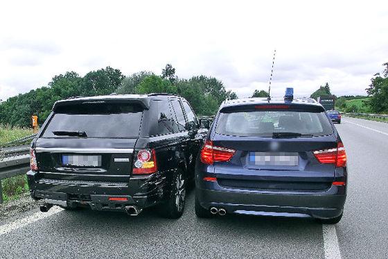 Autobahn-Verfolgungsjagd mit Range Rover Sport und BMW X3
