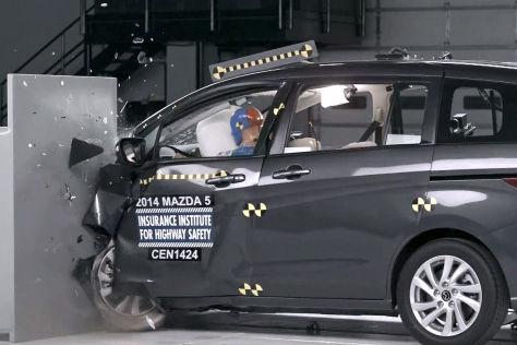 Small Overlap Crashtest: Mazda 5 und Fiat 500L
