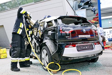 Studien: Unfall mit Carbon-Autos