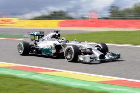 Lewis Hamilton hatte am Freitag in Spa die Nase vorn