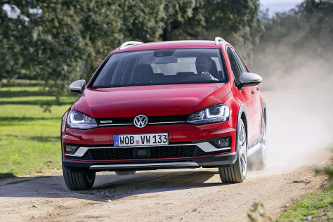 vw golf alltrack 2015 ausfahrt im hochgelegten allrad golf. Black Bedroom Furniture Sets. Home Design Ideas