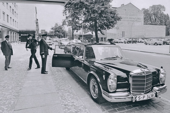 Udo Jürgens mit Shelby GT500 CV Cabrio