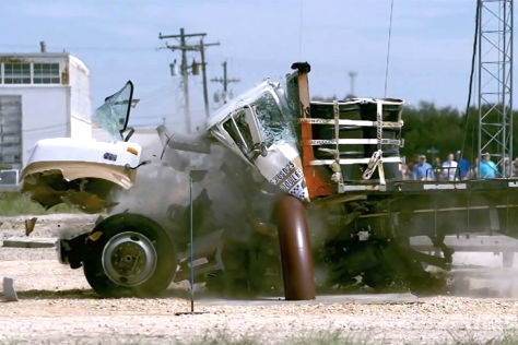 Crashtest Texas A&M Transportation Institute (TTI) Lkw gegen Barriere