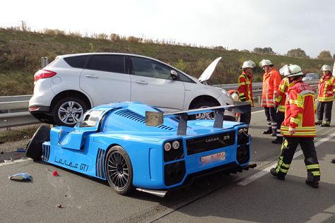 Unfall mit Fahlke Larea GT auf der A1