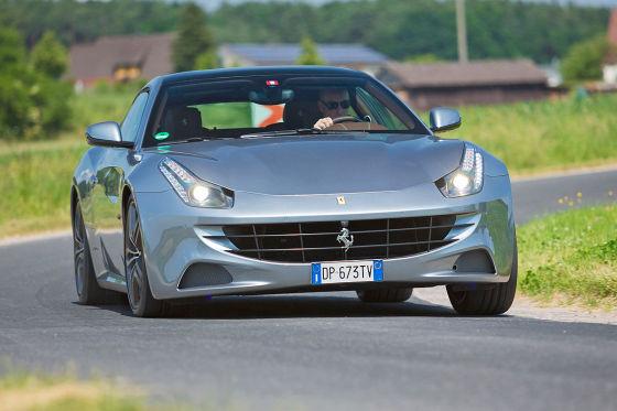 Ferrari FF silber Frontansicht