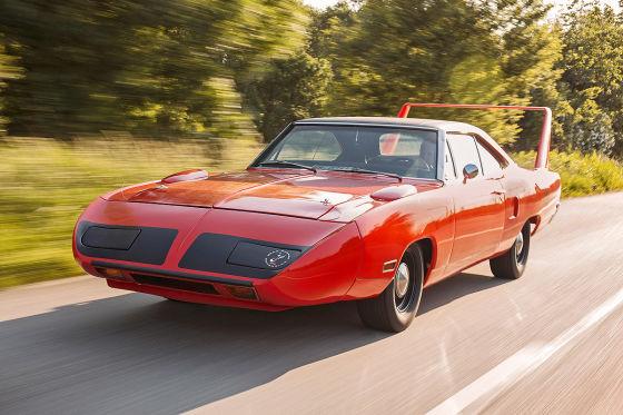 Plymouth Road Runner Superbird: Das irrste US-Auto aller Zeiten: Um den NASCAR-Olymp zu erklimmen, verpasst Plymouth seinem Road Runner eine Nasenprothese und einen kapitalen Henkel. So fährt der Superbird.