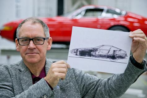 Röntgenkünstler Nick Veasey mit einer Röntgenaufnahme eines Ferrari