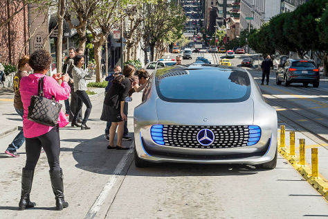 Erlkönig Mercedes Forschungsfahrzeug für die CES 2015