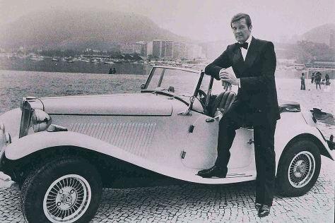 Daniel Craig und Range Rover Sport