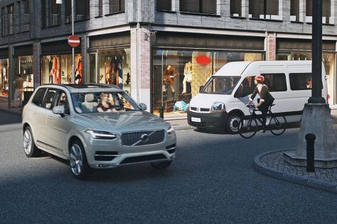 Volvo vernetzt Autos mit einem Fahrradhelm zur Unfallvermeidung
