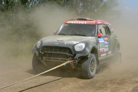 Juan Romas Mini wird bei der Dakar 2015 abgeschleppt