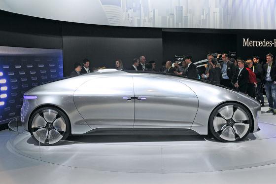 Futuristische Flunder: Das Konzept F 015 von Mercedes fährt autonom und hat ein neues Innenraumkonzept.