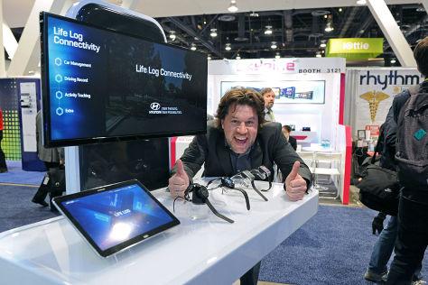 CES 2015: Die Smartwatches der Autohersteller
