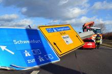 Sturmtiefs über Deutschland gefährden Autoverkehr