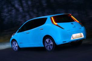 Nissan Leaf mit Leuchtfarbe