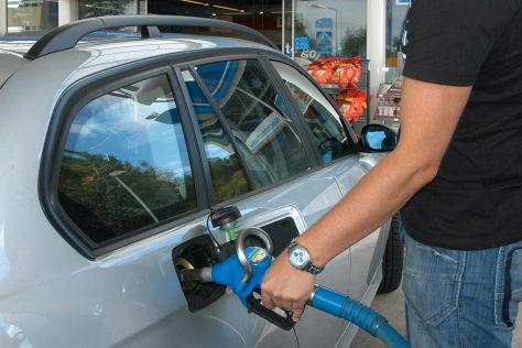 Deutsche Umwelthilfe kritisiert Autobauer und Politik