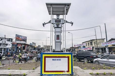 Roboter ersetzen Verkehrspolizisten in DR Kongo