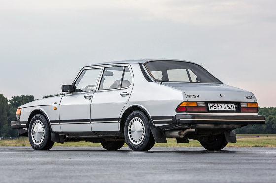Saab 900 Sedan.