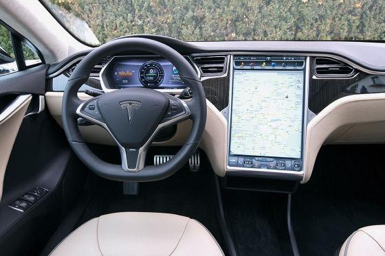 Außen Smart, innen Model S
