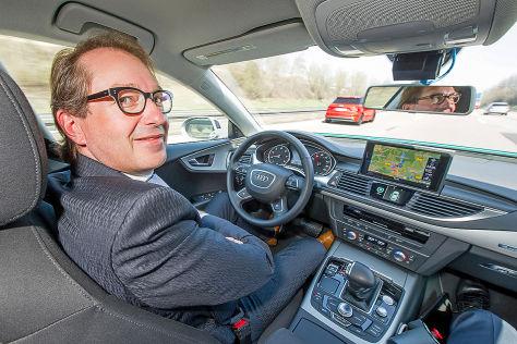 "Bundesverkehrsminister Alexander Dobrindt in einem Audi A7 ""piloted driving"""
