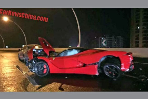 Ferrari LaFerrari: Crash in China