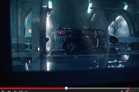"""Werbespot: Audi R8 """"gebärt"""" RS3"""