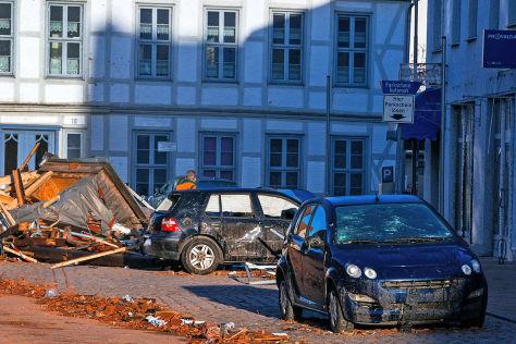 Unwetter: Zerstörte Autos in Bützow und Norddeutschland